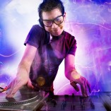 DJ ( didzhej ) (1)